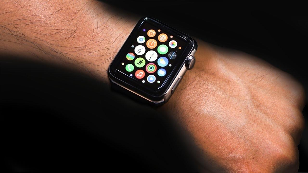 Умные часы от американского производителя используют для разных целей — apple watch могут отслеживать физическую активность человека, оповещать о входящих звонках и сообщениях и даже предоставлять доступ к интересной информации в интернете.